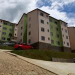 Moradores de Nova Serrana avaliam residências do programa Minha Casa Minha Vida.